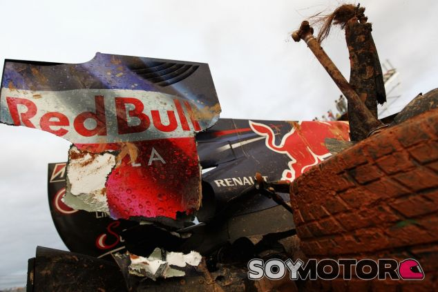 El RB6 de Mark Webber tras el accidente de Corea 2010 - LaF1