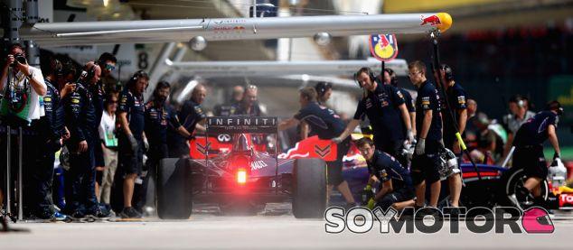 Horner presiona a Mercedes para la descongelación de motores