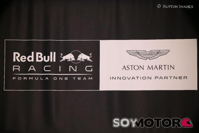 Logotipos de Red Bull y Aston Martin –SoyMotor.com