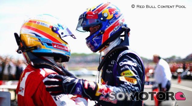 Fernando Alonso y Mark Webber en Silverstone