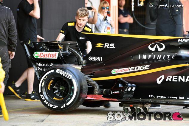 Renault en los test de Barcelona - SoyMotor