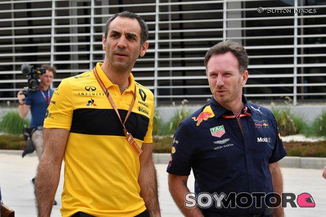 Cyril Abiteboul en Baréin con Christian Horner - SoyMotor