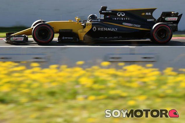 Nico Hülkenberg en los test de Barcelona - SoyMotor