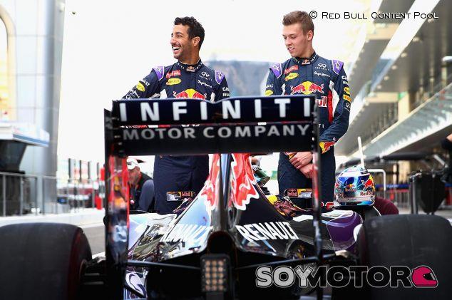Daniel Ricciardo y Daniil Kvyat en Abu Dabi 2015 - LaF1