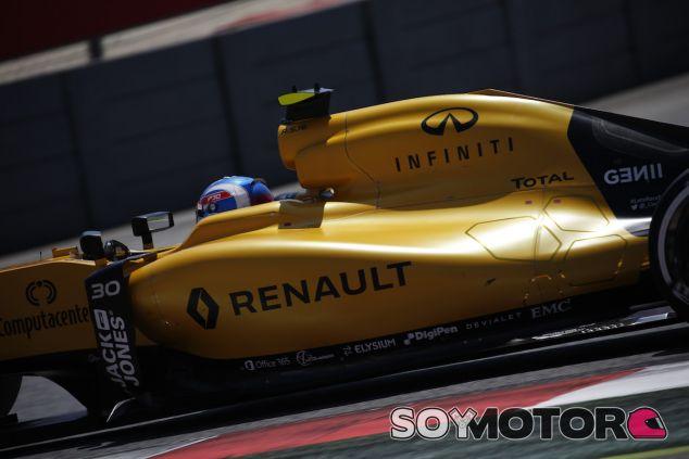 Jolyon Palmer a los mandos del RS16 - LaF1