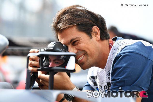 Fotógrafo en el retrovisor de Pierre Gasly en Sochi - SoyMotor.com