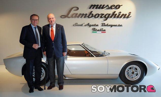 El Rey emérito Juan Carlos I visita la sede de Lamborghini