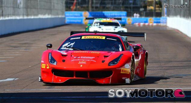 Alex Riberas con el Ferrari 488 - SoyMotor
