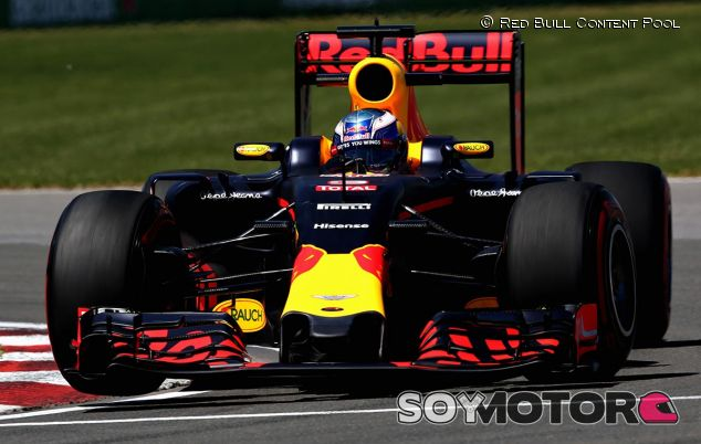 Daniel Ricciardo con el Red Bull RB12 - LaF1