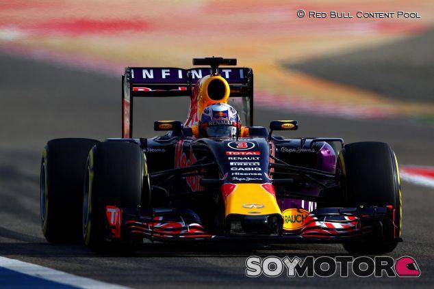 Daniel Ricciardo con el RB11 en Baréin - LaF1
