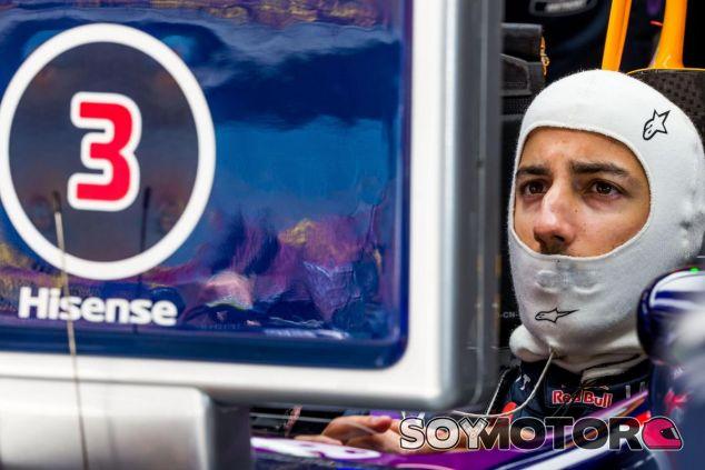 Daniel Ricciardo sigue atento los tiempos desde el Red Bull en Shanghái - LaF1