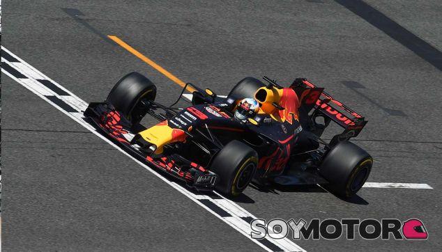 "Mateschitz pide ""paciencia"" para alcanzar a Mercedes y Ferrari - SoyMotor.com"
