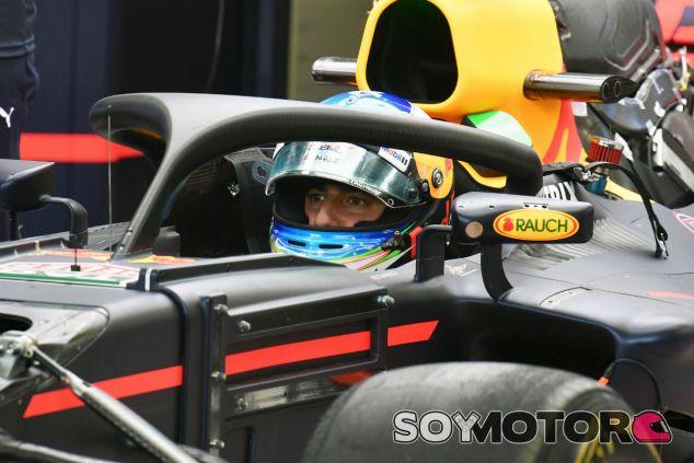 Ricciardo, en el RB13 con el halo durante un GP esta temporada - SoyMotor.com