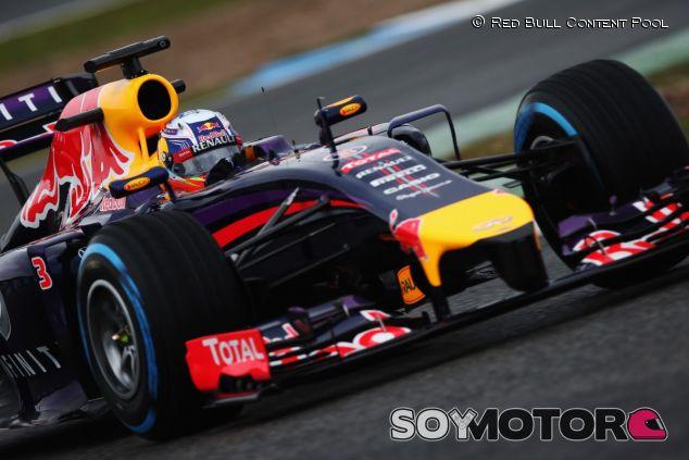 Ricciardo con el RB10 en los test de Jerez del pasado año - LaF1