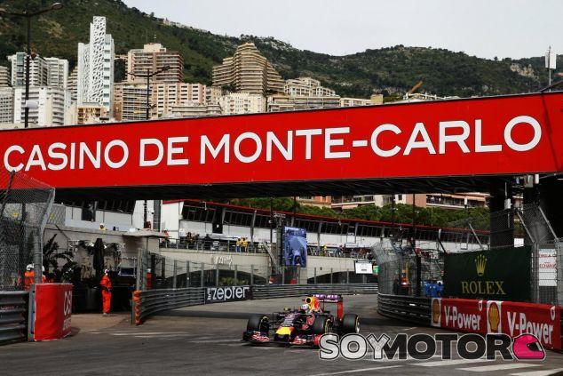 Daniel Ricciardo con el Red Bull en Mónaco - LaF1