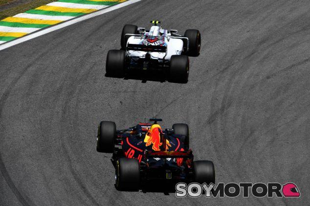 Ricciardo momentos antes de adelantar a Stroll en Brasil - SoyMotor.com