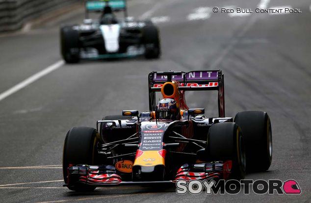 Daniel Ricciardo en Mónaco, seguido por Nico Rosberg - laF1