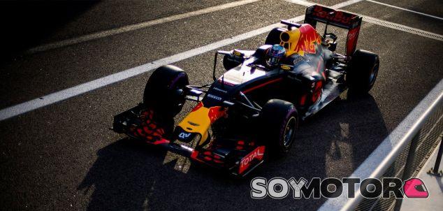 Ricciardo en el trazado de Yas Marina - LaF1