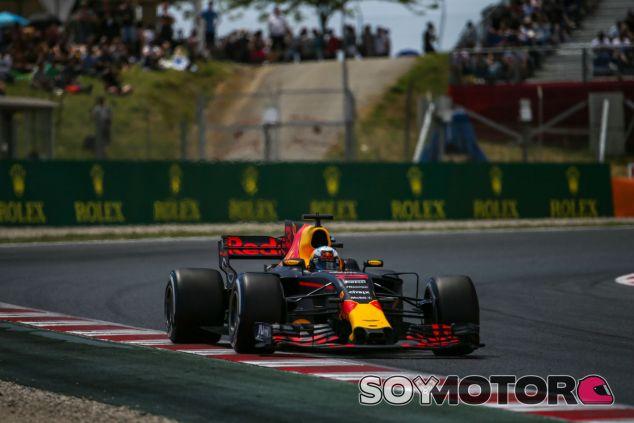 Ricciardo durante la carrera en el GP de España 2017 - SoyMotor.com