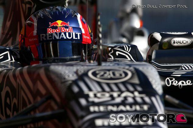 Daniil Kvyat en el Red Bull RB11, en Barcelona - LaF1