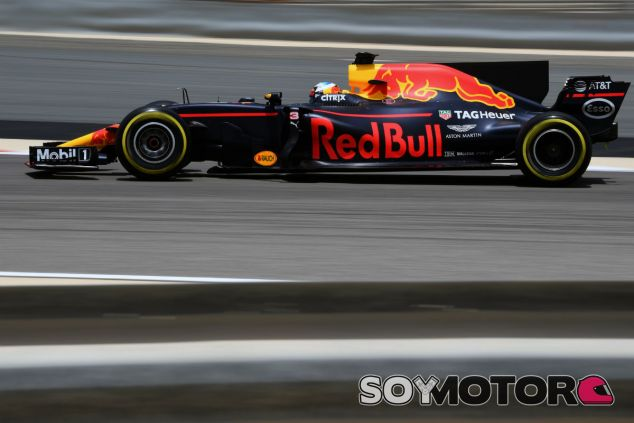 Ricciardo durante la primera jornada de test en Baréin - SoyMotor