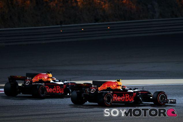 Ricciardo y Verstappen durante una carrera esta temporada - SoyMotor.com