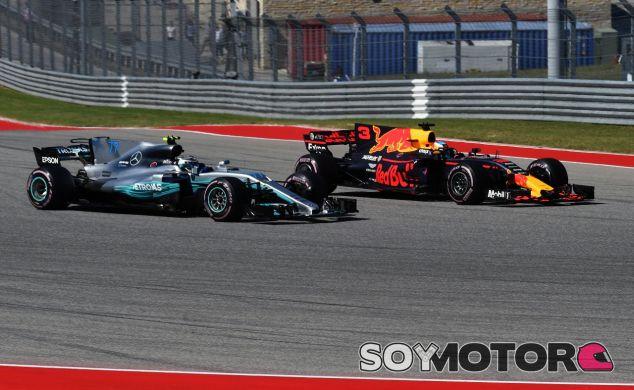 Daniel Ricciardo delante de Valtteri Bottas – SoyMotor.com