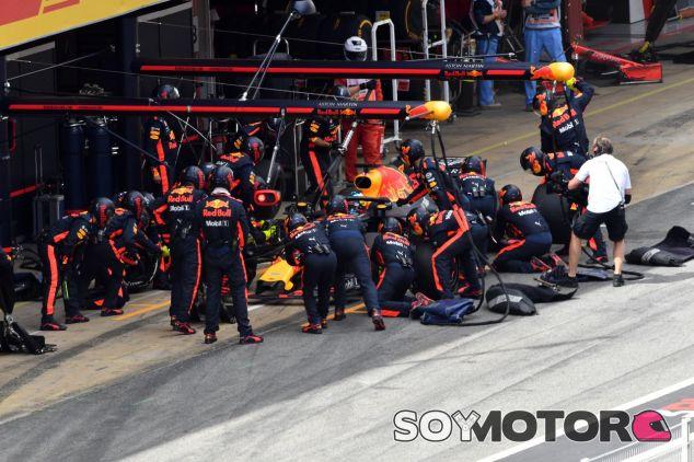 Parada de Daniel Ricciardo en el GP de España 2018 –SoyMotor.com