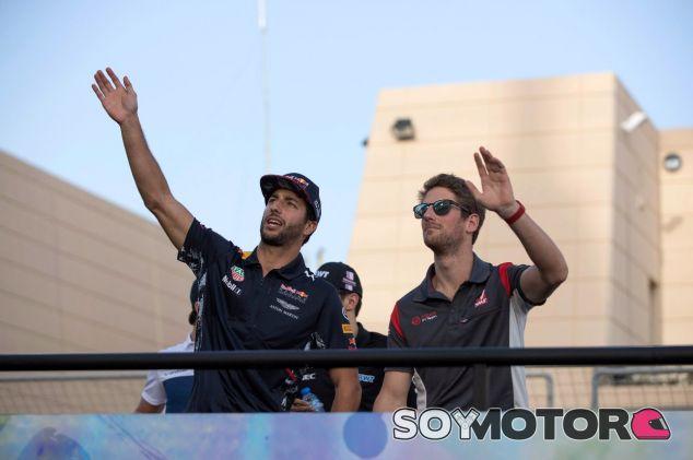 Daniel Ricciardo (izq.) y Romain Grosjean (der.) – SoyMotor.com
