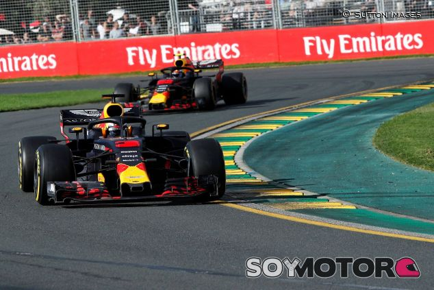 Daniel Ricciardo delante de Max Verstappen – SoyMotor.com