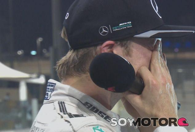 Rosberg, emocionado en el podio tras proclamarse Campeón del Mundo - LaF1