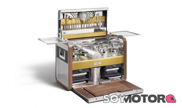 Este set de coctelería portátil tiene de todo y no deja ningún detalle al azar - SoyMotor