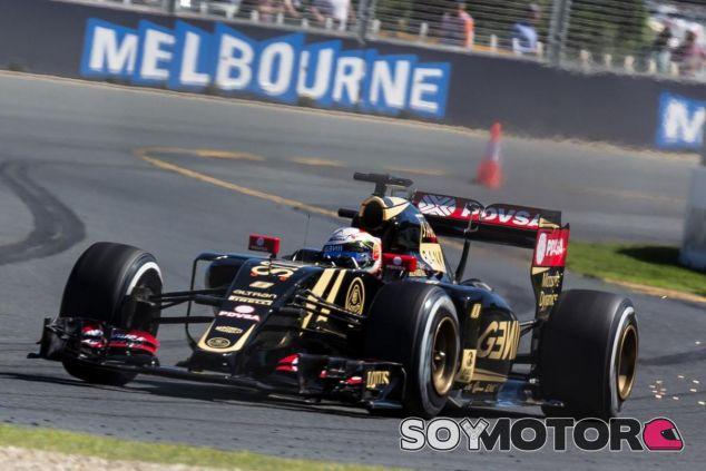 Romain Grosjean con el E23 en Australia - LaF1.es