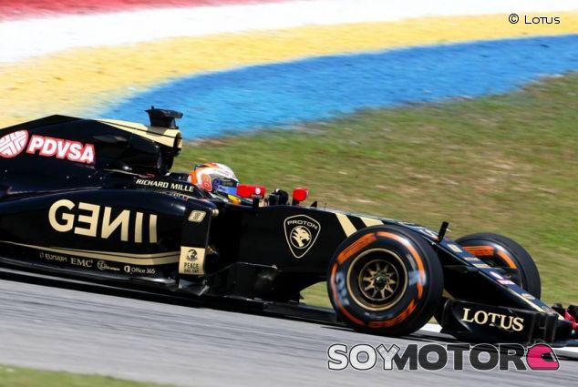 Romain Grosjean con el E23 en Malasia - LaF1.es