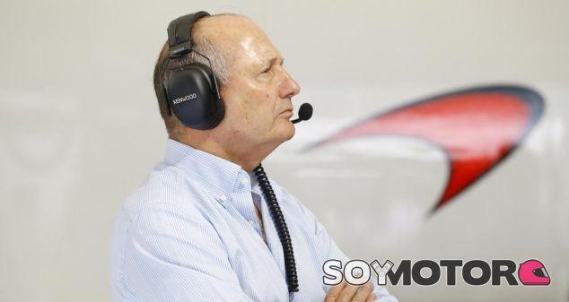 Ron Dennis en el box de McLaren esta temporada - LaF1