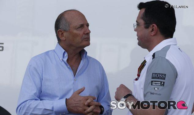 Ron Dennis hablando con Eric Boullier - LaF1.es