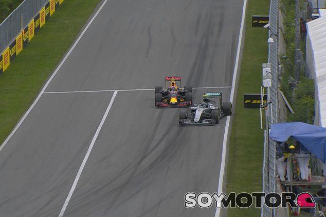 Nico Rosberg trompea intentando adelantar a Max Verstappen - LaF1