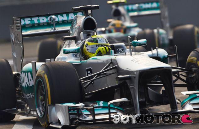 Nico Rosberg y Lewis Hamilton coinciden en la pista de la India - LaF1