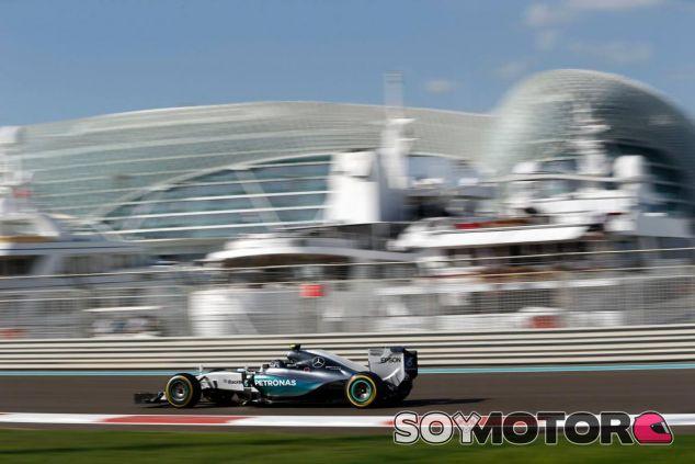 A pesar de tener menos potencia en las rectas, Rosberg fue el más rápido del viernes - LaF1