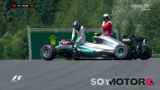 Nico Rosberg tras su accidente en los Libres 3 - LaF1