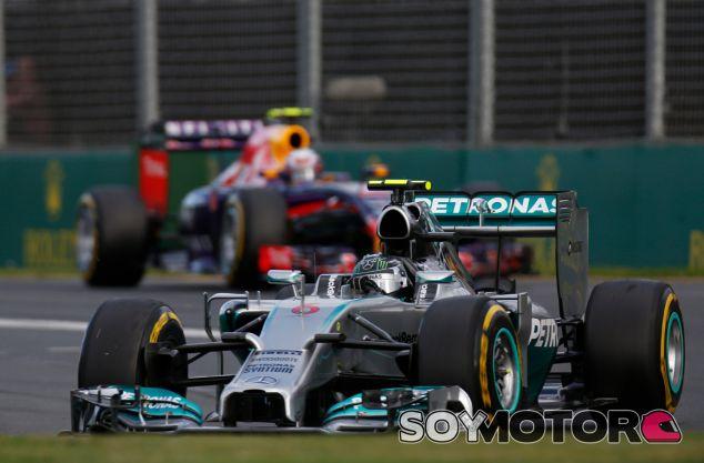 Nico Rosberg frente a Daniel Ricciardo en el Gran Premio de Australia - LaF1