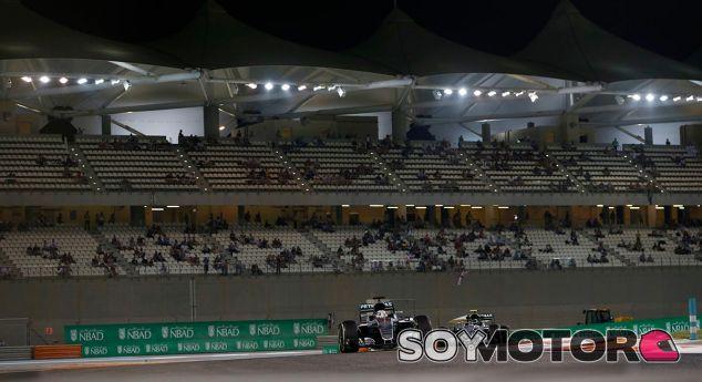 Lewis Hamilton y Nico Rosberg en Abu Dabi - LaF1