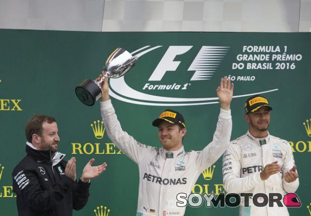 Rosberg y Hamilton, en el podio de Brasil - LaF1