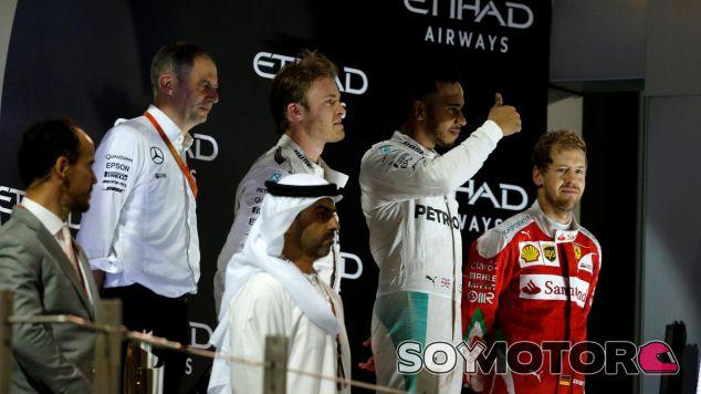 Rosberg liberó toda la tensión una vez subió al podio en Abu Dabi - SoyMotor
