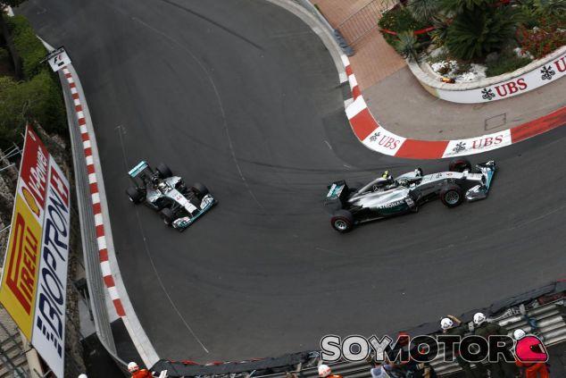 Nico Rosberg por delante de Lewis Hamilton - LaF1.es