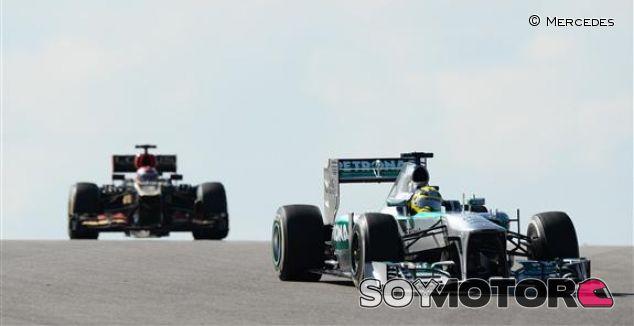 Rosberg lidera una primera sesión de libres en Interlagos marcada por la lluvia
