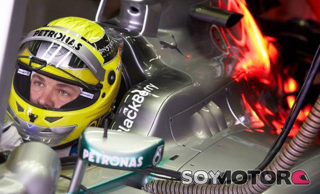 Nico Rosberg dentro del Mercedes W04 - LaF1