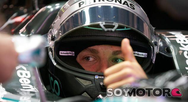 Hamilton cree que sus victorias ayudan a sacar lo mejor de Rosberg