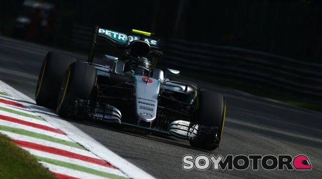 Rosberg lidera la sesión con dos décimas de ventaja frente a Hamilton - LaF1