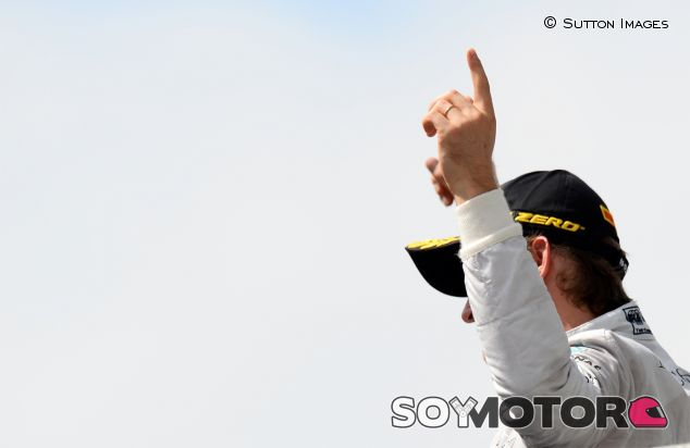Nico Rosberg en el podio de Brasil - LaF1
